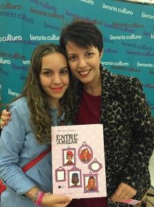 Eu com a ilustradora Maria Alice no lançamento do livro 'Entre Amigas'